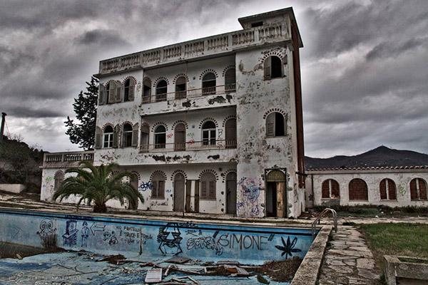 10 luoghi abbandonati tra i pi suggestivi d italia 8 for Hotel liguria milano