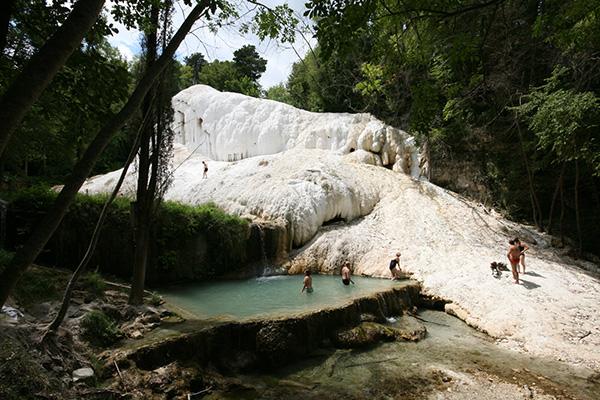 Le 10 terme naturali e libere pi belle d italia 2 - Bagni san filippo terme libere ...